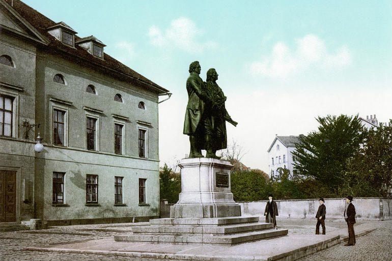 Hotel-Elephant-Weimar-Goethe-Schiller-Denkmal